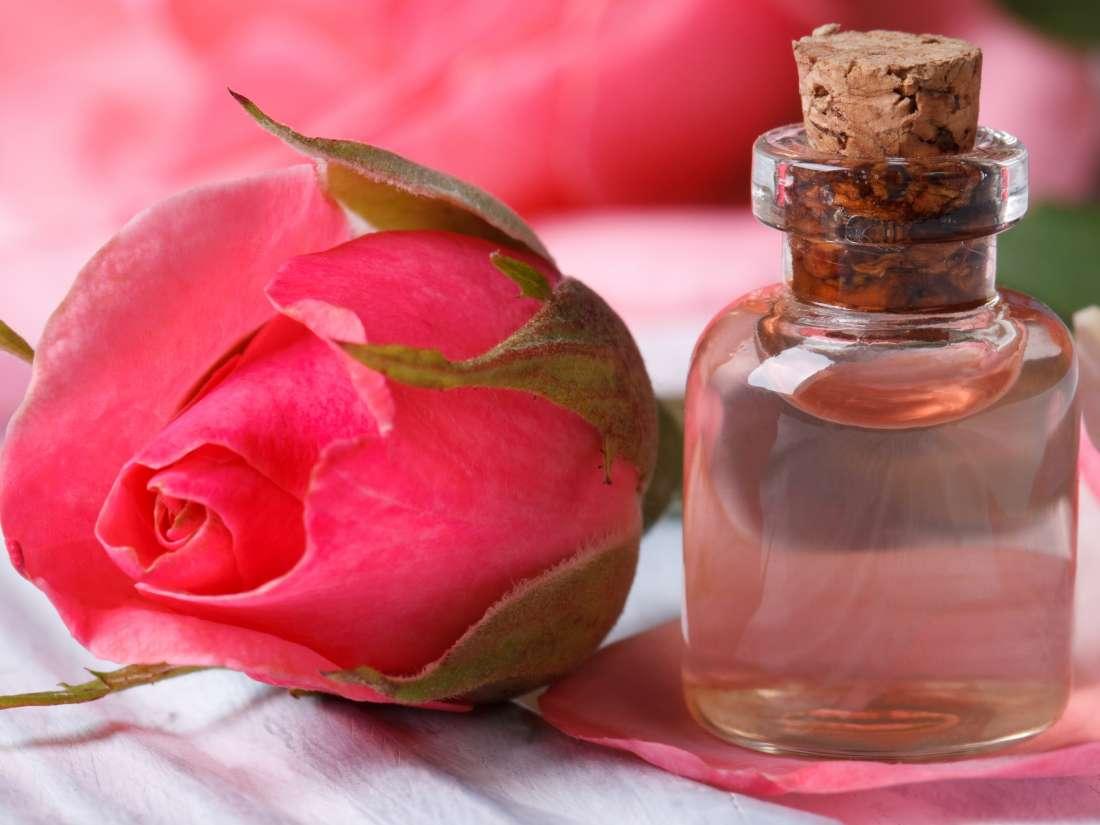 گلاب مرطوب کننده صورت