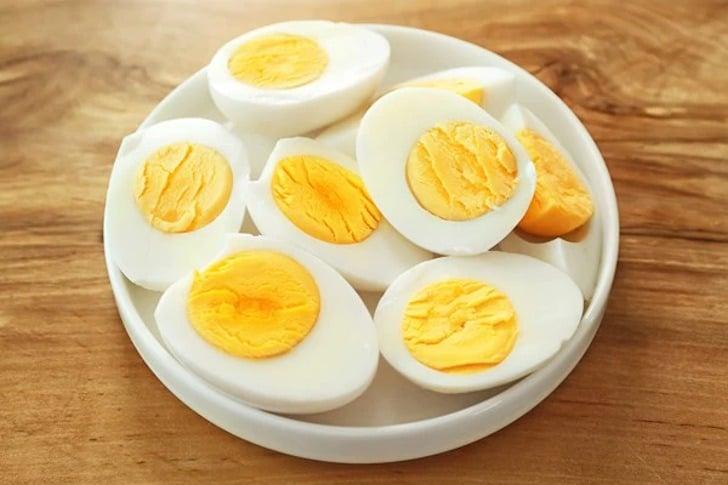 تخم مرغ آب پز در میان وعده سالم
