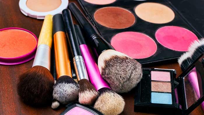 آرایش پوست های حساس با لوازم آرایش نامرغوب